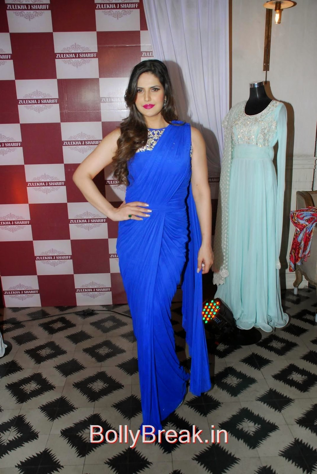 Zarine Khan Photo Gallery, Hot HD Images Of Zarine Khan in Blue saree from Zulekhans Collection Launch