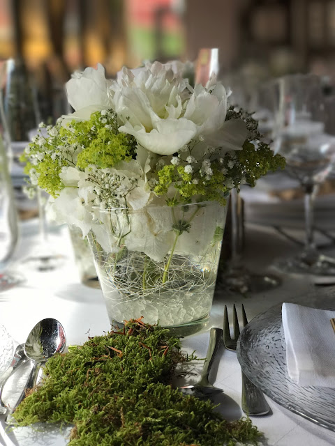 Schleierkraut und Pfingstrosen,. Hochzeit in Apfelgrün und Weiß im Riessersee Hotel Garmisch-Partenkirchen, Hochzeitshotel in Bayern, heiraten in den Bergen am See