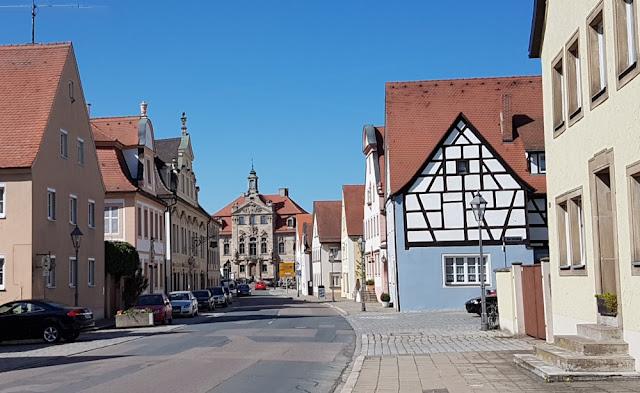Ellingen - Blick aufs Rathaus