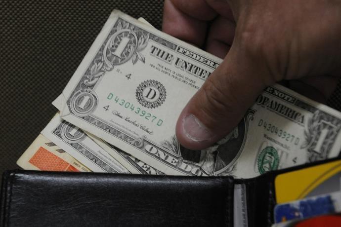 Dólar termina semana com valorização de 2,68%, cotado a R$ 3,767 | Foto: Ricardo Giusti / CP Memória