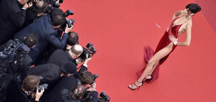 Bella Hadid conquista Cannes (quasi) nuda