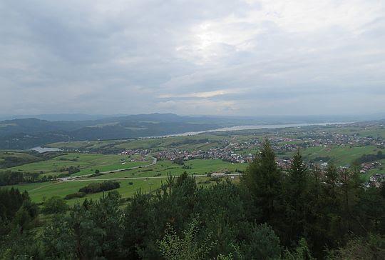 Widok na Jezioro Czorsztyńskie.