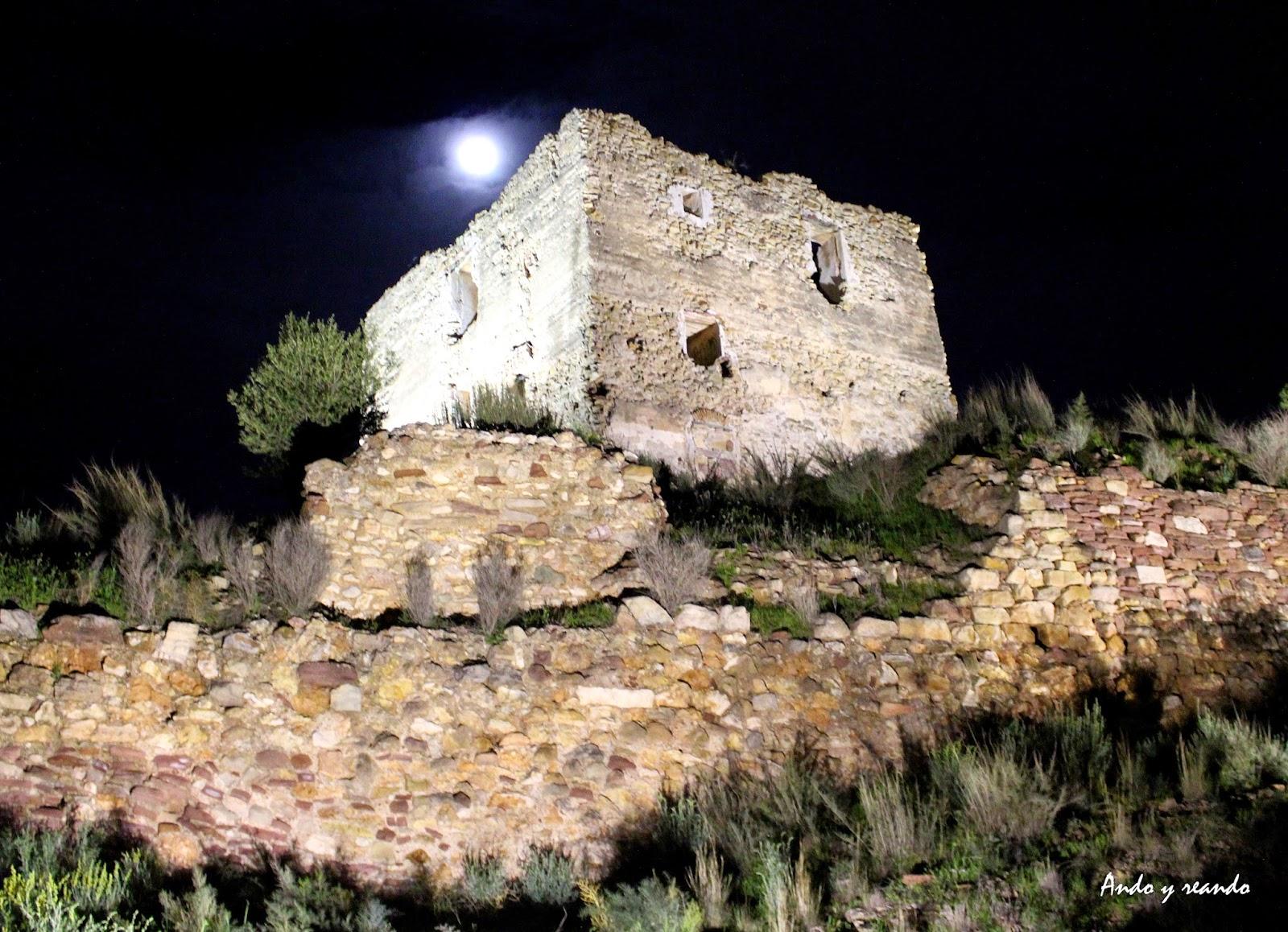 Luna llena en el Castilllo de Torres Torres