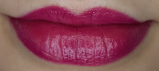Avon mark. 3D Plumping Lipstick in Berry Cute lip swatch