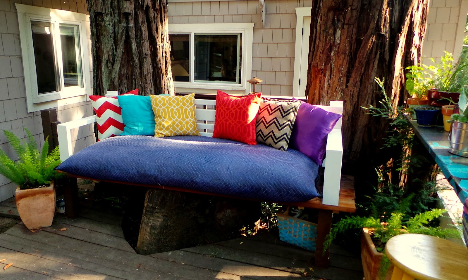 nine red backyard patio tree stump to day bed