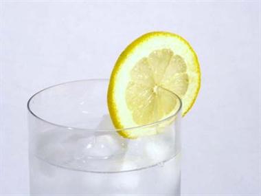 Jak przyrządzić rano wodę z cytryną żeby schudnąć