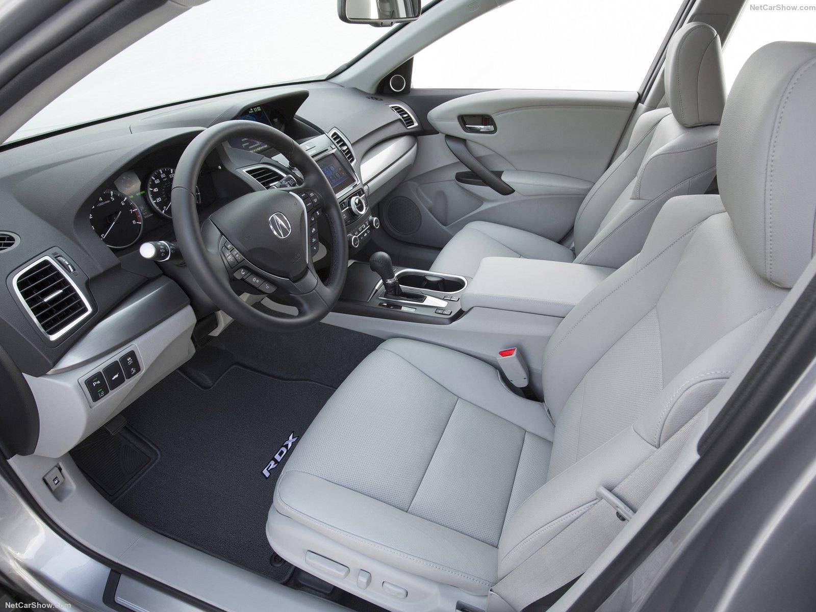 Khoang xe rộng rãi và sang trọng giúp xe ăn điểm từ cái nhìn đầu tiên