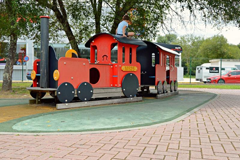 Zona infantil, tren para niños
