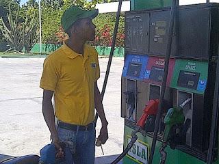 Suben RD$1.00 al gasoil y congelan gasolinas