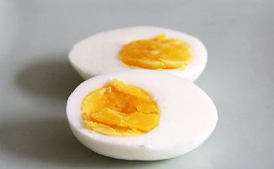 ไข่ต้มสุกกำลังดี ปอกเปลือกไข่ง่ายๆ ทำอย่างไร