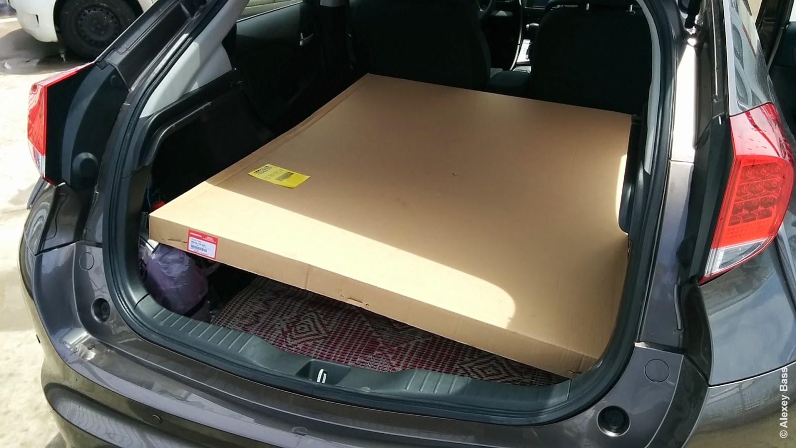 It come in big big carton box that I somehow put to the back with seats  folded.