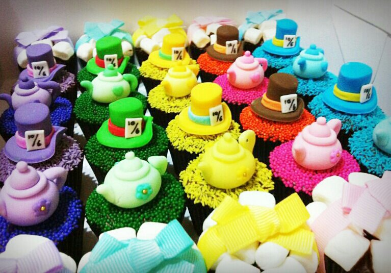 mad hatter cupcakes - photo #13