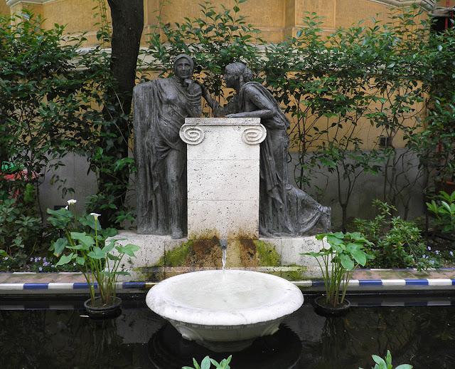 Fuente de las Confidencias en los jardines del Museo Sorolla