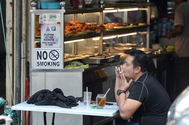 Perokok di M'sia larangan merokok baru yang dikuatkuasakan