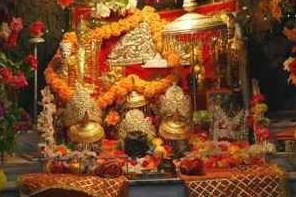 Maa Vaishno Devi Yatra : वैष्णो देवी यात्रा कैसे जाएं कहा रुके और क्या क्या सावधानी रखें?