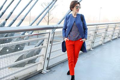 energetyczne kolory, wiosenna stylizacja, pomarańczowe kolory, płaszcz na wiosnę, stylistka poznań, łączenie kolorów, blog po 30 tce ,