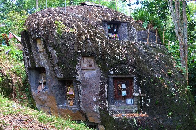 kuburan batu bori kalimbuang