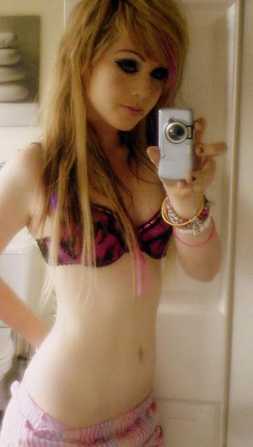 tee-girls-selfie-image-30