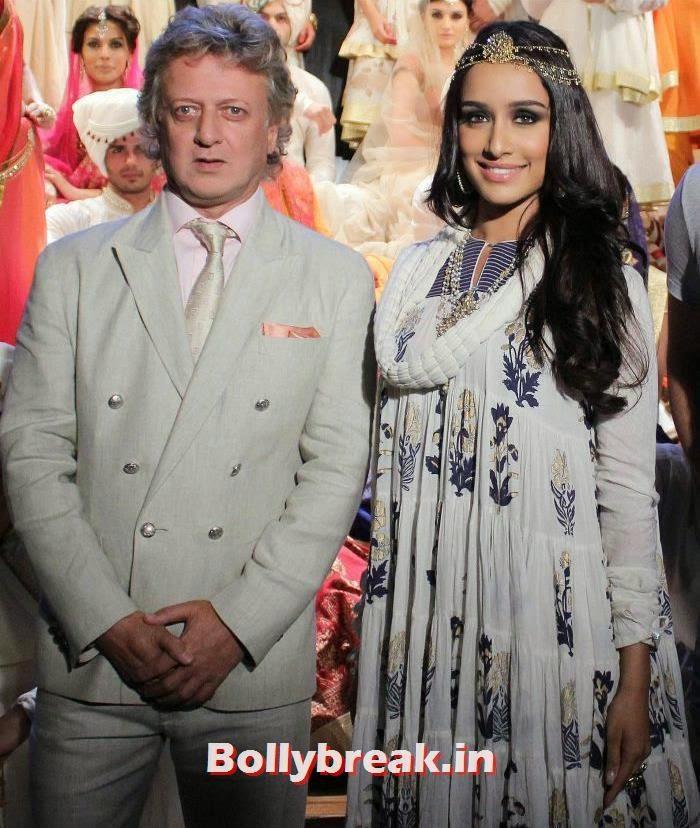 Shraddha Kapoor Walks The Ramp For Fashion Designer Rohit