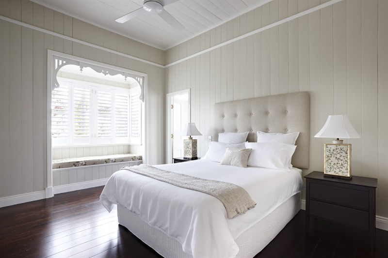 Dulux White Duck With Whisper Trim