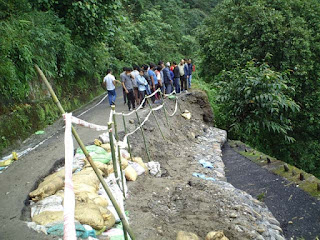 strech of rohini road in kurseong