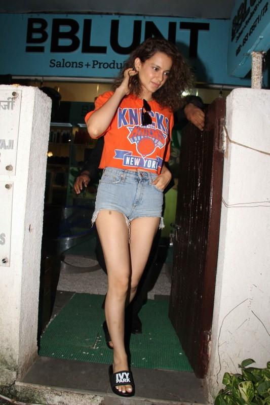Kangana Ranaut Spotted at B-Blunt Khar
