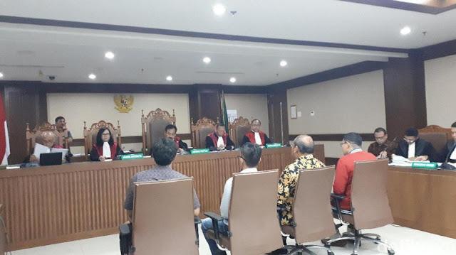 Saksi Malu-malu saat Ditanya Hakim tentang Wanita Pemandu Karaoke