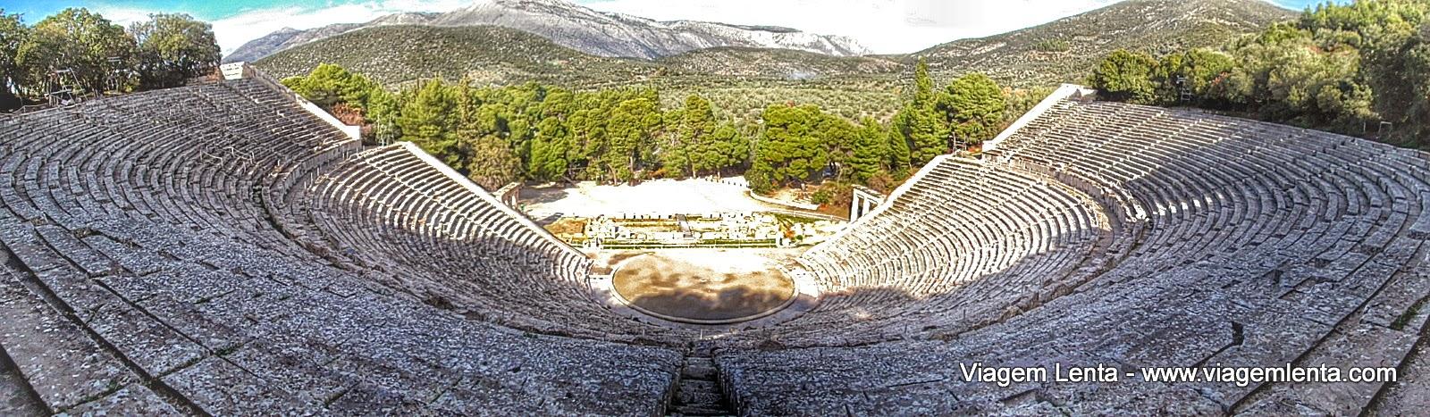Relato de viagem à Nafplio (castelo de Palamidi) e ao teatro de Epidavrus, verdadeiras joias da Grécia com seu passado clássico e veneziano.