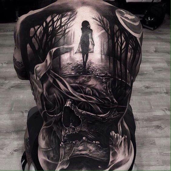 Vemos un tatuaje onírico de estilo realista