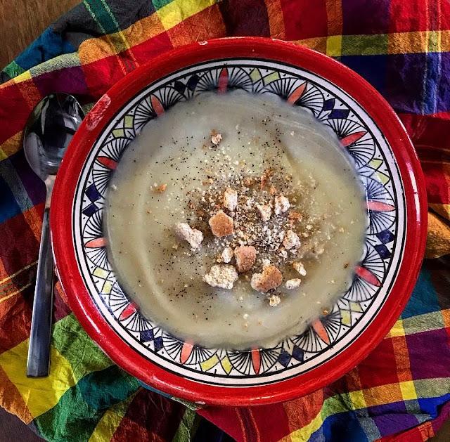 Velouté healthy de topinambours oignon et pomme de terre charlotte and cooking