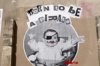 Street Art : Les collages truculents de Madame Moustache