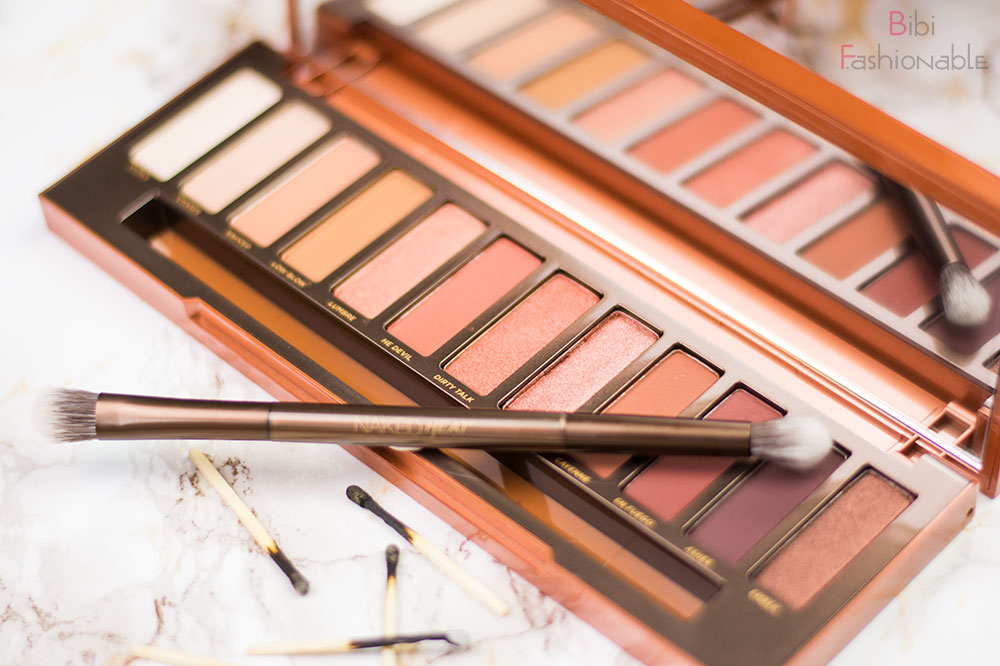 Urban Decay Naked Heat Palette offen mit Pinsel