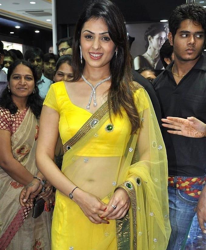 Indian Glamour World: Spicy Aunty Anjana Sukhani Navel Show