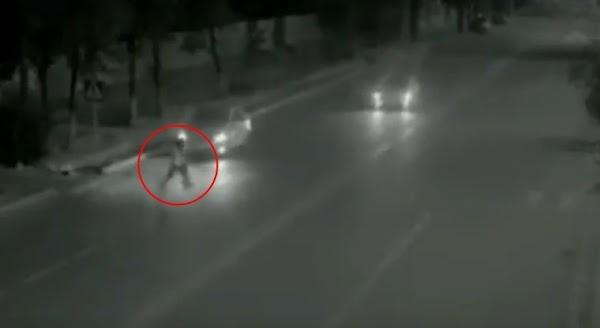 Fantasma salva a niña de ser atropellada y es captado en video