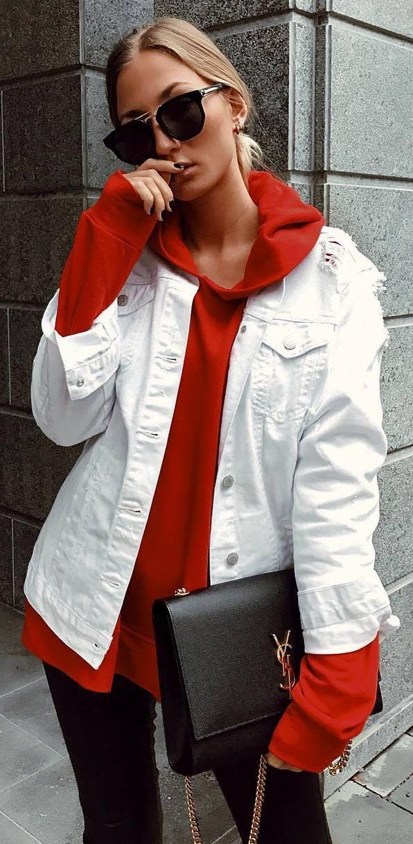 how to wear a denim jacket : red sweatshirt + bag + jeans