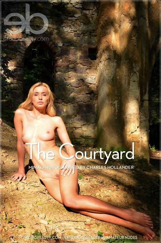 EroticBeauty 2014-12-27 Miniki - The Courtyard 12070