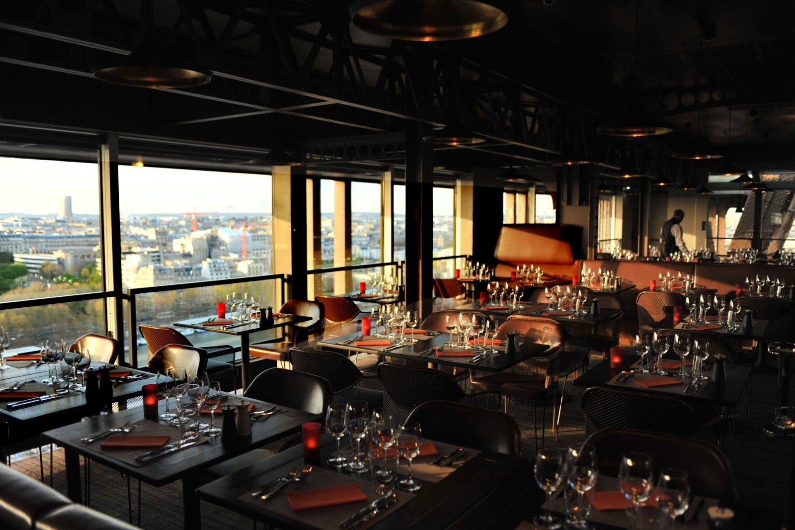 restaurant 58 tour eiffel pause gourmande avec vue panoramique sur paris. Black Bedroom Furniture Sets. Home Design Ideas
