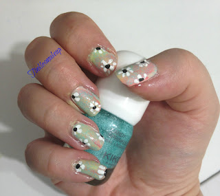 pastel_rainbow_and_daisies_nail_art