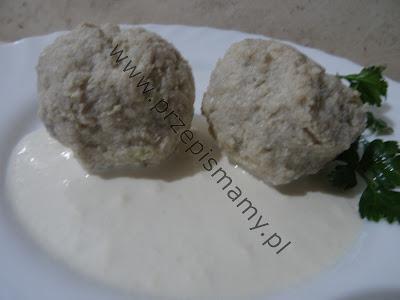 Pulpety z drobiu w sosie chrzanowym