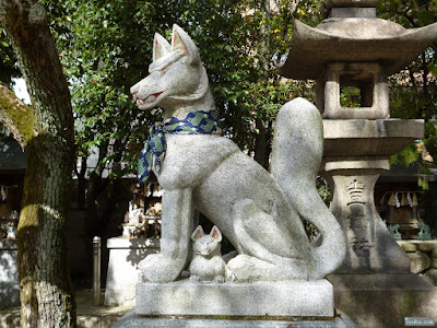 万慶稲荷と新山稲荷の狛犬