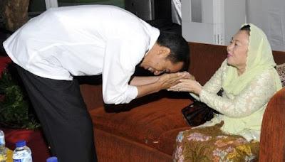 Cium Tangan Ibu