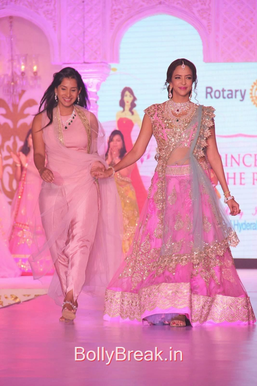 Telugu Actress Manchu Lakshmi, Manchu Lakshmi Pics in Bridal Lehenga Choli