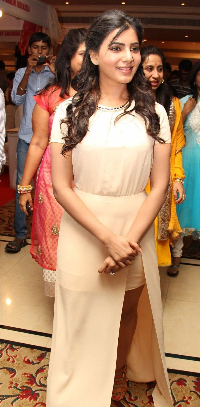 Samantha at the inaugurates of se la vie exhibition fashion sale looking hot and sexy in knee showing skirt