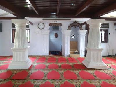 ruangan masjid al-alam marunda