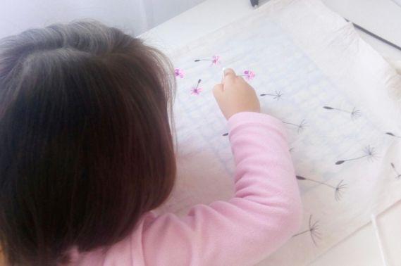 Manualidades con niños - pintar bolsa de tela