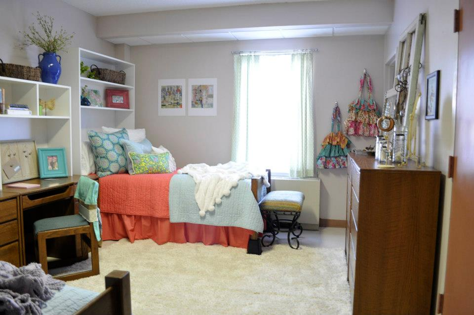 The domestic curator dorm rooms decorating a small space - Small dorm room ideas ...