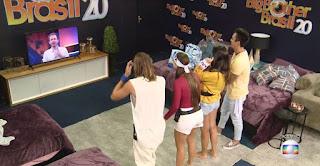 BBB20: Tiago Leifert pergunta para participantes da Casa de Vidro com quem gostariam de entrar