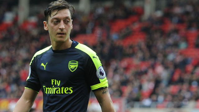 Arsenal's Ozil skipping Germany games backed by Wenger