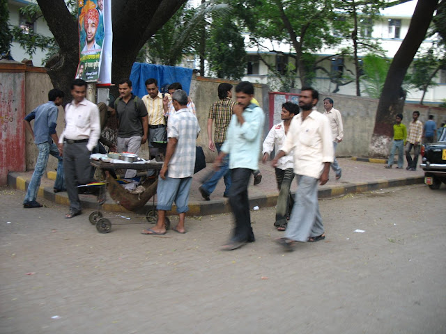 food cooked on pavement in Mumbai