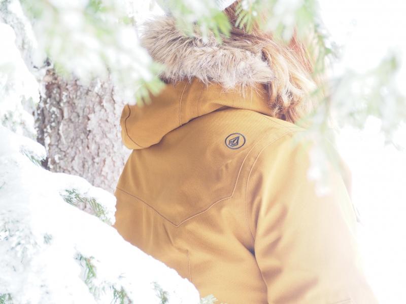 Quelle tenue de ski adopter pour être stylée et confortable à la montagne  volcom
